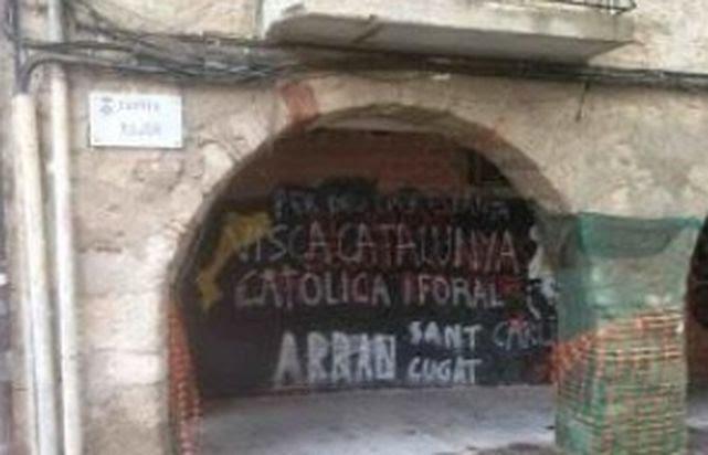 Pintadas carlistas ensombrecen en Cataluña las proclamas independentistas